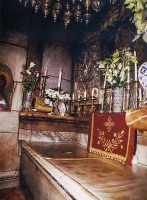 Вторая святыня Храма Гроба Господня - Голгофа.К вершине горы, где был распят Иисус ведут мраморные ступени.